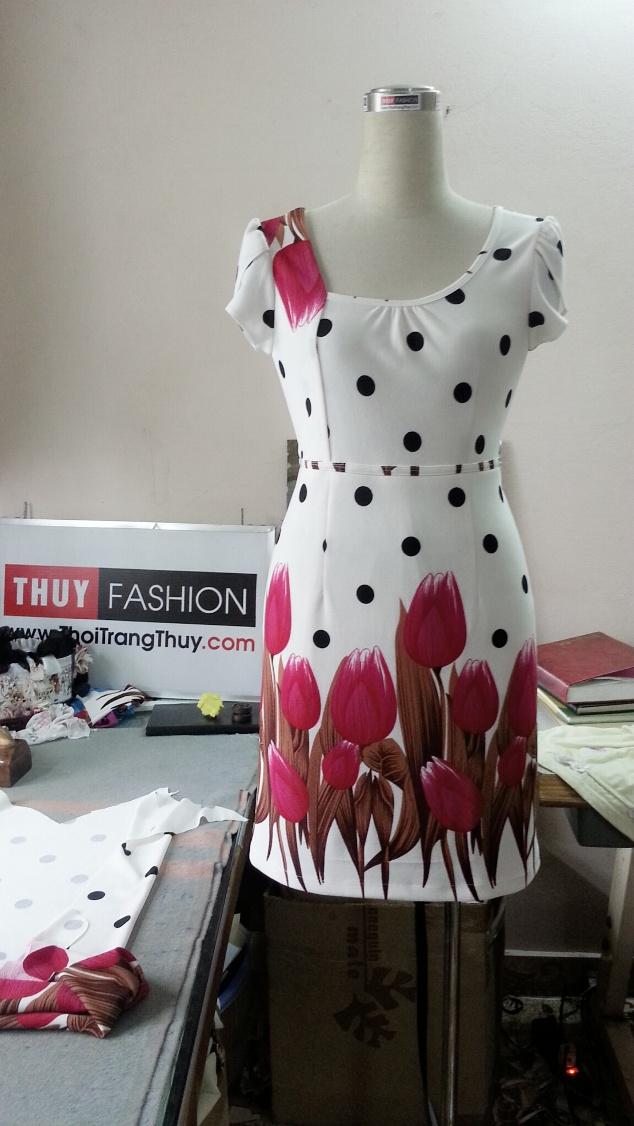 vay-dang-chu-a-nen-hoa-tulip-v019-1