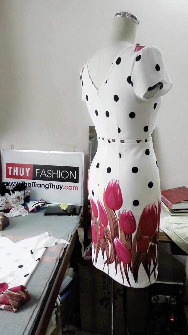 vay-dang-chu-a-nen-hoa-tulip-v019-3