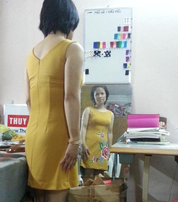 ve-hoa-tren-vay-chu-a-thoitrangthuy-hai-hong-4