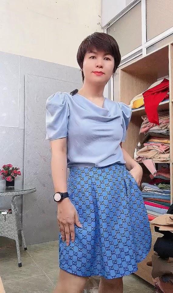 Áo cổ đổ phối đồ với chân váy bút chì và vá xòe thời trang thủy quảng ninh